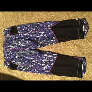 Athleta Pants - Athlete Capri leggings